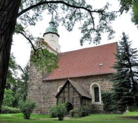 Kirche Dollenchen, außen