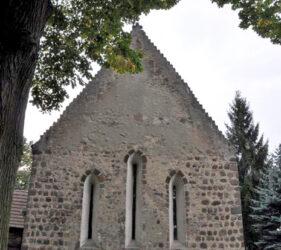 Kirche Dollenchen, Ostgiebel