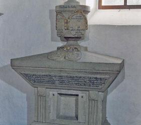 Kirche Wüstermarke, Grabmal