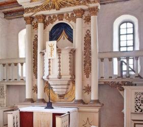 Kirche Zieckau, Altar